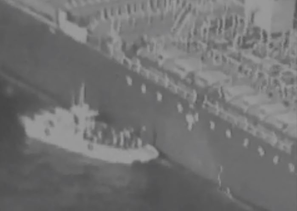 Video Shows Iranians Removing Limpet Mine From Tanker