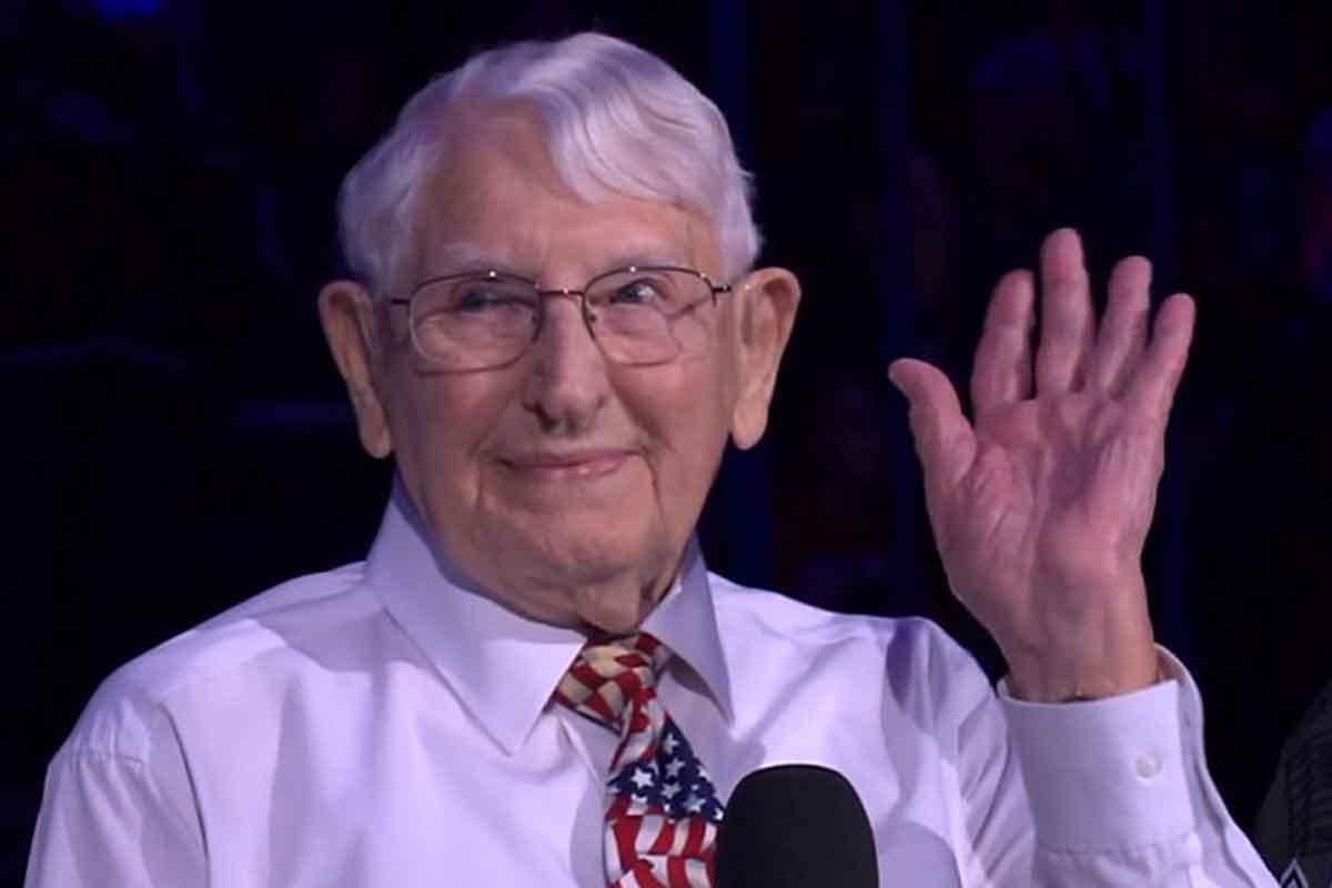 A 101-Year-Old World War II Veteran Sang the Anthem at Lightning Game