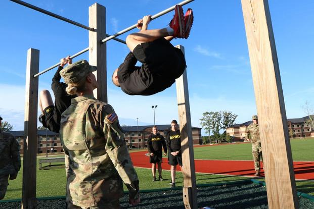 Master Sgt. Shelley Horner grades solders demonstrating the leg tuck event on the Army Combat Fitness Test. (Military.com/Matthew Cox)