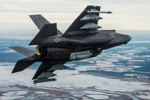 An F-35B Lightning II from the F-35 Pax River Integrated Test Force (ITF) conducts testing with external pylons and gunpod in January 2016. (US Navy photo)