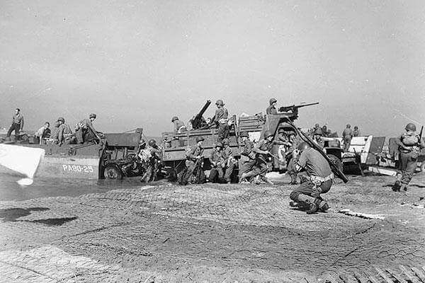 Artillery being landed during the invasion of mainland Italy at Salerno, September 1943. (National Archives)