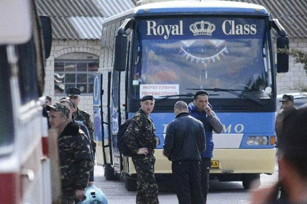 Ukrainian marines prepare to leave their base in Feodosia, Crimea, Tuesday, March 25, 2014. Lawmakers. (AP Photo/Valeriy Kulyk)