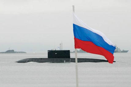 A Russian patrol submarine passes the reviewing stand during a Russian Navy Day parade of ships, July 25, 2010 (Photo: Colby Drake/US Navy)