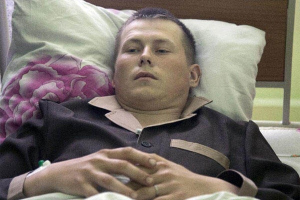 Alexander Alexandrov, who says he is a sergeant with the Russian special forces from the Volga River city of Togliatti, lies in a military hospital bed, in Kiev, Ukraine, Tuesday, May, 19, 2015. (AP Photo/Efrem Lukatsky)