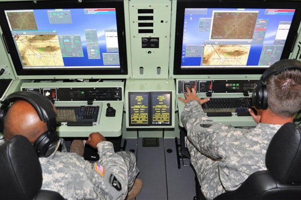 Students from the Non-Commissioned Officer Academy train in a universal mission simulator. (U.S. Army photo)