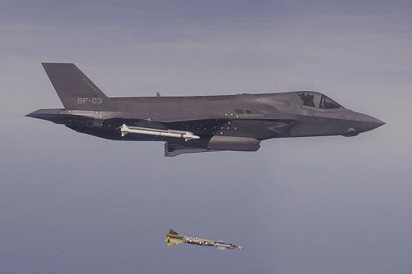 Photo of the F-35 dropping the Paveway IV  (Photo: U.S. F-35 Program Office)
