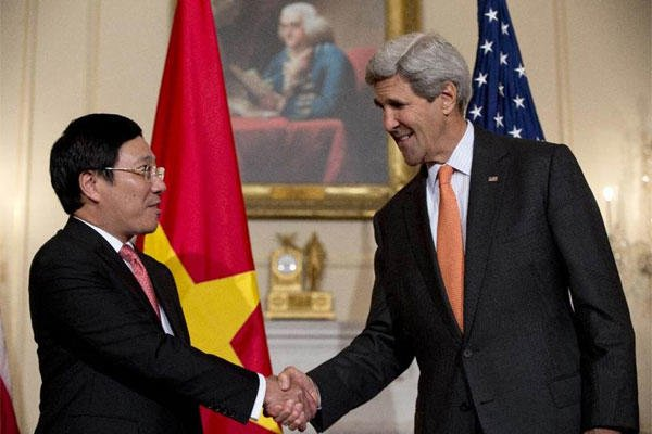 Secretary of State John Kerry shakes hands with Vietnamese Foreign Minister Pham Binh Minh as they speak at the State Department in Washington, Thursday, Oct. 2, 2014. (AP Photo/Carolyn Kaster)