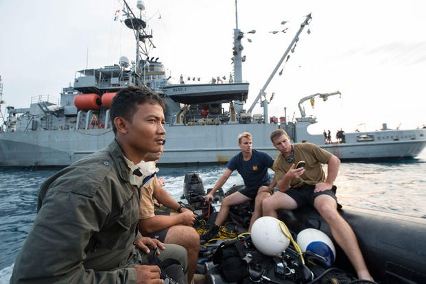 Divers prepare for dive operations held in support of search and survey operations of the sunken World War II navy vessels USS Houston (CA 30) and HMAS Perth (D29). (Photo: Communication Specialist 2nd Class Arthurgwain L. Marquez)