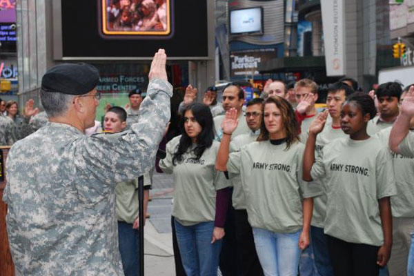 Army recruits take the oath of enlistment. More female recruits and a new set of gymnastic tests are two measures the Army is taking to bring in more women soldiers. (Army photo)