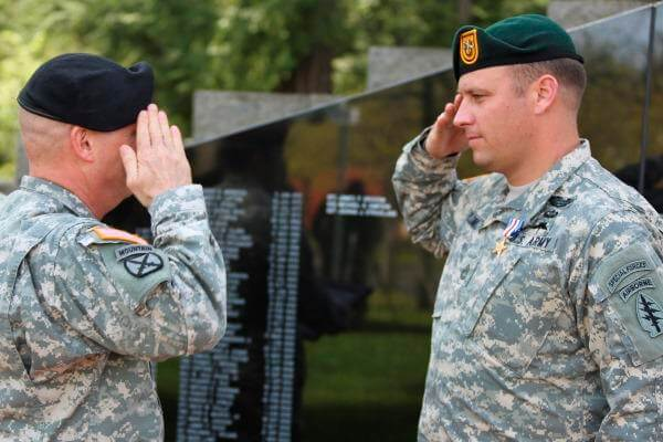 Sgt. 1st Class Earl D. Plumlee of the 1st Special Forces Group (Airborne) is presented the Silver Star Medal by Maj. Gen. Kenneth R. Dahl during a May 8, 2015, ceremony at Joint Base Lewis-McChord, Washington. (Photo by Codie Mendenhall/U.S. Army)
