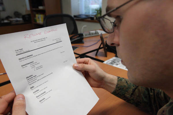 10 things to bring to a job interview military com